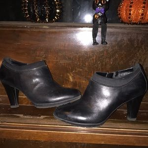 Anne Klein Shoes - Black leather Anne Klein heels